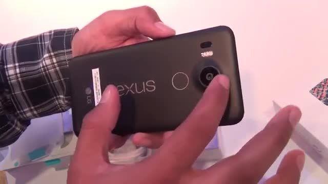 جعبه گشایی و نگاه نزدیک به Nexus 5X (زبان انگلیسی)