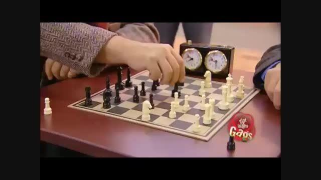 دوربین مخفی بهم زدن خنده دار شطرنج-Motefavetha.com