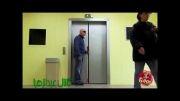 کلیپ بشدت خنده دار دوربین مخفی مرد نابینا در آسانسور