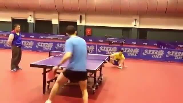 شیرین کاری مالونگ و ژوژین دو بازیکن اول و دوم پینگ پنگ