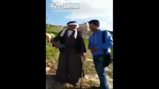 حمله قوچ به چوپان پیر گله، در حین یک مصاحبه تلویزیونی