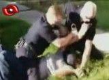 سقط شدن جنین مادر آمریکایی زیر مشت و لگد پلیس!!