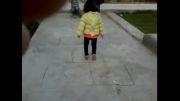لی لی رفتن یه دختر کوچولو ناز
