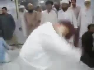 مراسم عجیب مذهبی در پاکستان