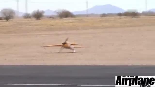 پرواز نمایشی هواپیما مدل 3D و فرود با یک بال
