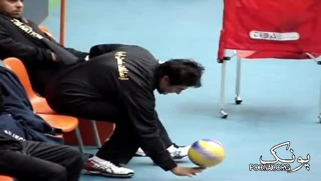 فیلم قدیمی از شیرین کاری محمدرضا گلزار با توپ والیبال