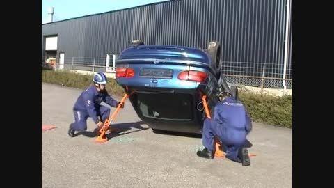 تثبیت کننده خودرو واژگون شده در تصادف