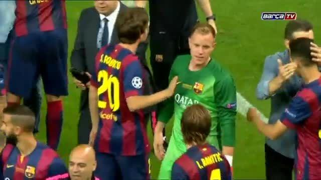 جشن قهرمانی بارسلونا در لیگ قهرمانان اروپا 2015 (کامل)