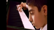نواختن پیانو توسط استاد کوچک پیانو سامان حسینی