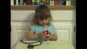 امیلی دختر 3 ساله روبیک رو تو 3 دقیقه حل میکنه