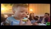 عکس العمل خنده دار نی نی ها به خوردن لیمو ترش 1