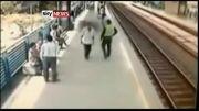 نجات معجزه اسای برخورد مرد با مترو