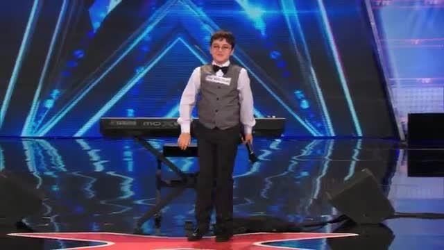 پیانوزدن جالب نوجوان