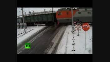 عجیب ترین تصادف در یک جاده برفی!!!!