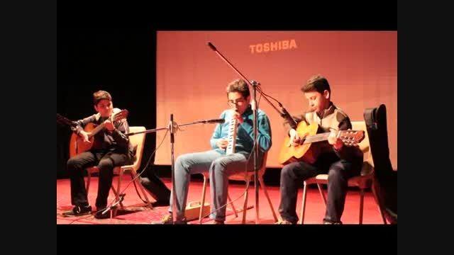 اجرای موسیقی توسط دانش آموزان کلاس هشتم 2
