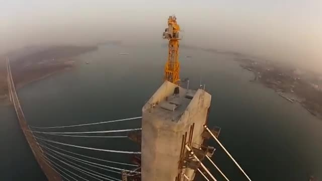 صعود به طویل ترین پل کابلی جهان در روسیه