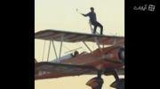 پرواز ولیعهد دبی بر روی بالهای هواپیما در آسمان دبی