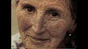 یه پیر زن پیر با نگاه کردن تبدیل به زیباترین زن می شه