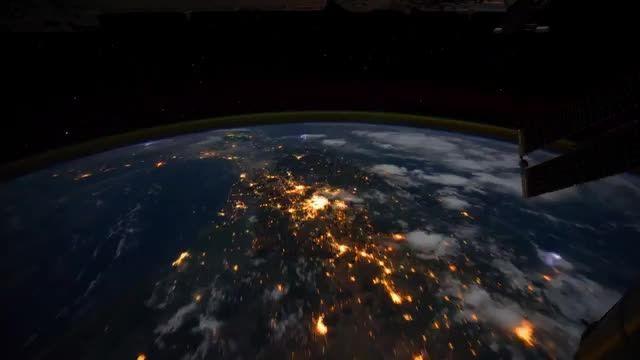 چرخیدن ایستگاه فضایی در زمین