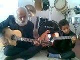 نوه و پدربزرگ گیتار زن حتما ببینید و لذت ببرید