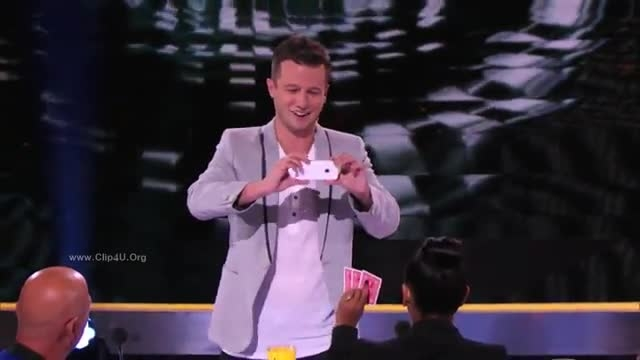 شعبده بازی خیلی قشنگ دربرنامه America's Got Talent