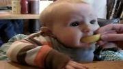 بچه و لیمو ترش