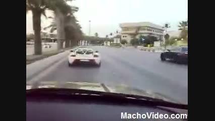 دریفت Porsche Carrera GT و BMW در خیابان های دوبی