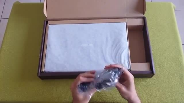 آنباکس و بررسی لپ تاپ ASUS X550LB