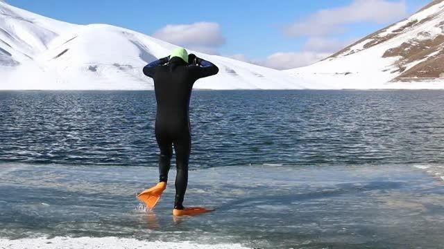 شنا کردن در آبهای یخ زده دریاچه تار