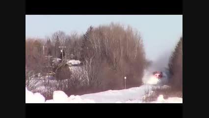 عبور قطار از کوه برف