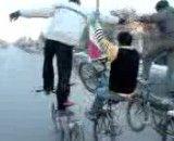 کلیپ تک چرخ زدن 3 نفری با دوچرخه