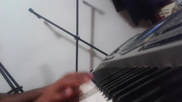 نواختن آهنگ ی حلقه ی طلایی از معین با ارگ (کیبورد)