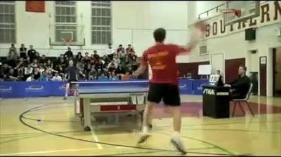 رقص و شادی یک بازیکن پینگ پنگ پس از کسب اولین امتیاز