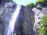 فرود آمدن از آبشار