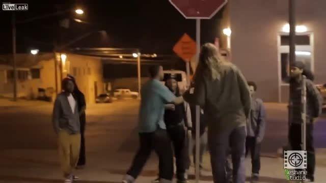 دعوای خیابانی در آمریکا بین سفید پوستان و سیاه پوستان