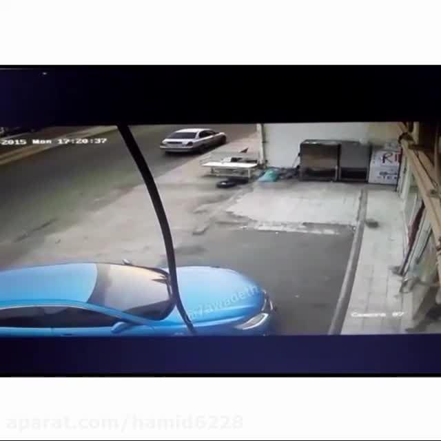 با ماشین میره تو مغازه