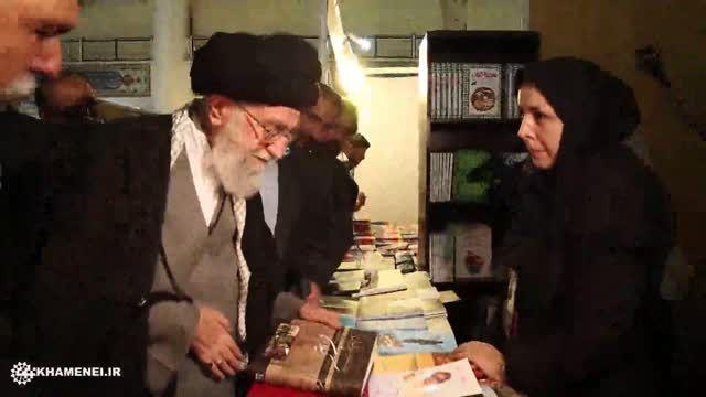 بازدید رهبر انقلاب از غرفه کتاب های گیلان
