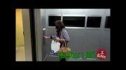 کلیپ بشدت خنده دار دوربین مخفی اسکی کردن در آسانسور