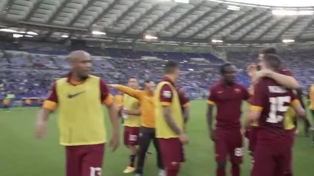 گوشه ای از شادی بازیکنان رم پس از پیروزی در دلاکاپیتاله