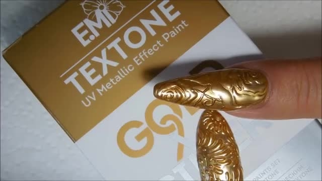 طراحی ناخن برجسته ی طرح فلزی با کمک ژل