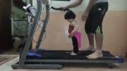 دویدن دختر سه ساله روی تردمیل