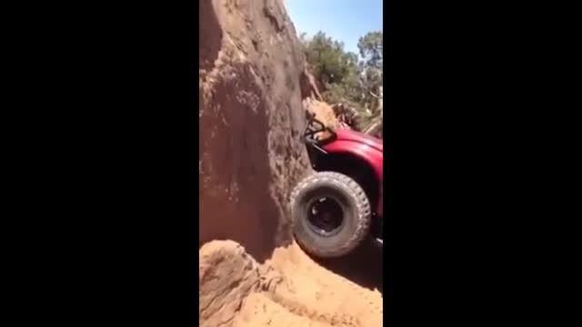 وقتی ماشین از دیوار راست بالا میره