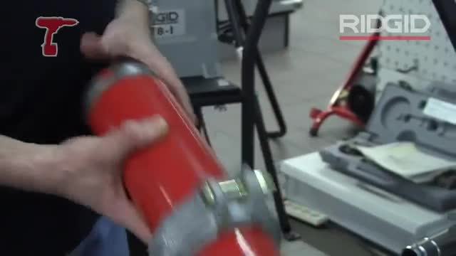 How Roll a Groove in a Pipe using RIDGID 916 and 300 to