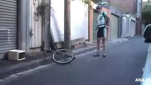 دوچرخه سواری با کوچکترین دوچرخه جهان