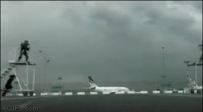 شوالیه بازی روی باند فرودگاه