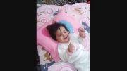 خنده ی دختر بچه بامزه و ناز