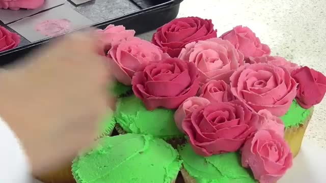 طراحی کاپ کیک به شکل گل خیلی قشنگ ^ـــــ^