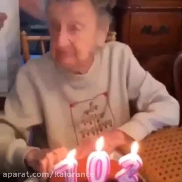 جشن تولد پیرزن در 102 سالگی