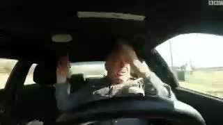 وقتی پلیس تو ماشین پلیس روی یه آهنگ معروف لب میزنه