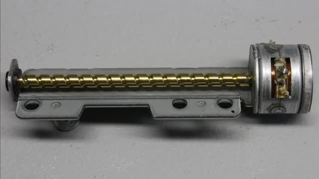 ساخت یک دستگاه cnc ساده با استفاده از cdrom